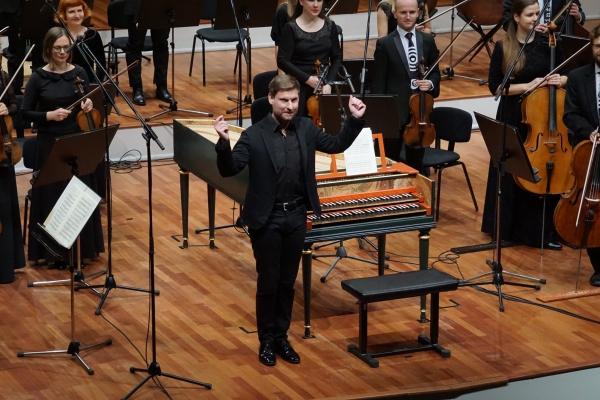 """Kristians Bezeidenhauts un """"Sinfonietta Rīga"""" koncertā """"Mocarts un Baha dēli"""""""
