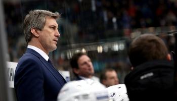 """Ozoliņš - Rīgas """"Dinamo"""" treneris. Durvis ver vēlēšanu iecirkņi. Pārdod Zolitūdes māju"""