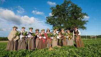 """Gaidot Vasaras saulgriežus, iepazīsimies ar Jērcēnu folkloras kopu """"Mežābele"""""""