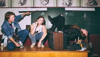 """Jelgavas tīneidžeri, 90.gadu kultūras dzīve un smagais metāls filmā """"Jelgava 94"""""""