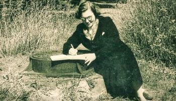 Dzejniece un nacionālās pretošanās kustības dalībniece Broņislava Martuževa