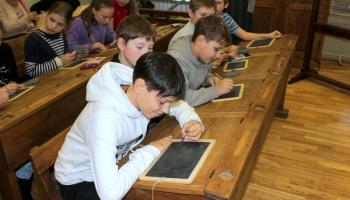 Kas atrodams Rīgas Skolu muzejā?