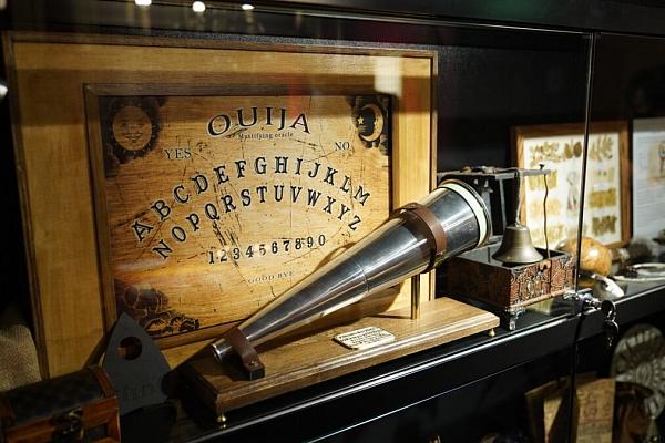 Vai zini, ka pirmais zināmais latviešu burvju mākslinieks bija Jūlijs Skrastiņš?