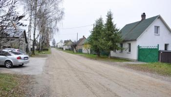 Brīvības ielas iedzīvotāji Daugavpilī gaida uzliekam asfaltu