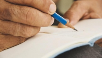 Dienasgrāmatu rakstīšanas tradīcija mūsdienās