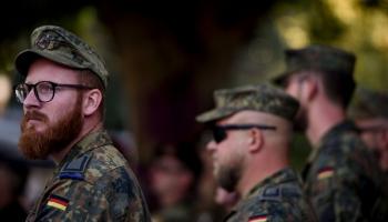 Vācija varētu nolīgt citu ES valstu militārpersonas