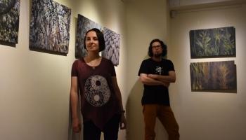 Sanda Zeme un Jānis Gutāns-Grasis aicina uz zemes mākslai veltītu izstādi