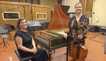 Čelliste Māra Botmane un klavesīniste Ieva Saliete Džeminjāni un Barjēra sonātēs