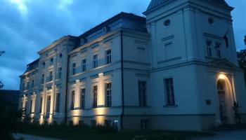 Dzērves skolas vēstures stāsti par pirmo skolotāju sagatavošanas iestādi Kurzemē