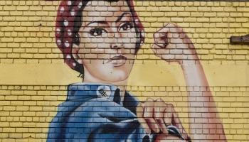 Ультракороткие волосы и женственность: Илона Кожеченкова о лице феминизма