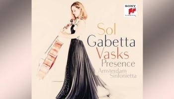 """Pētera Vaska mūziku atskaņo čelliste Sola Gabeta un """"Amsterdam Sinfonietta"""" (""""Sony"""", 2015)"""