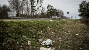 Atkritumu savākšana ceļmalās pēdējos piecos gados izmaksājusi 2,8 miljonus eiro