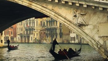 Šķērsām Venēcijai