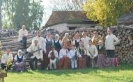 """Danči folkloras kopas """"Upīte"""" izpildījumā"""