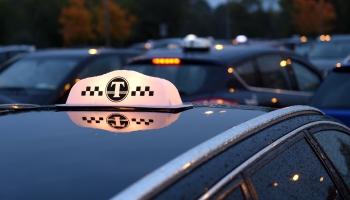 Rīgas apkaimēs taksometru stāvvietas ļaus izmantot iedzīvotājiem