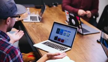 Tiešsaistes darba diena: Iespēja mudināt cilvēkus atgriezties darba tirgū Latvijā