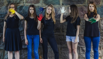 Третий закон Ньютона: пять латгальских девушек и их общее творчество