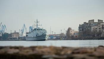 Irbes jūras šaurumā norisinās NATO jūras pretmīnu grupas militārās mācības