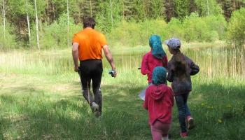 Rēzeknes novadā skolēniem nometņu piedāvājumā meža iepazīšana, uzņēmējdarbība un sports