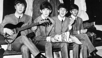 """5. oktobris. Debitē """"The Beatles"""", mazpazīstamā grupa no Liverpūles"""