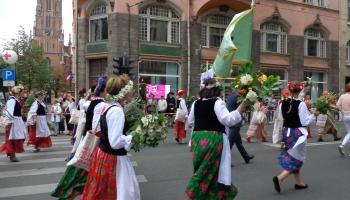 Byłyśmy dumne idąc w pochodzie w polskich strojach ludowych