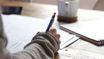 Aptauja: Latvijā 55% skolēnu nejūtas gatavi kārtot centralizētos eksāmenus