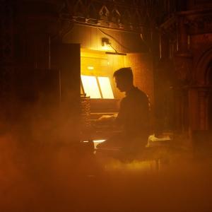 """Britu ērģelnieks Džeimss Makvinijs koncertzālē """"Latvija""""! Uz koncertu aicina Miks Magone"""