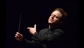 Čaikovskis, Rota un Gēršvins RAI Nacionālā simfoniskā orķestra un Džona Akselroda lasījumā