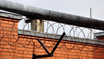 Центр размещения задержанных иностранцев в Даугавпилсе заполнен на четверть