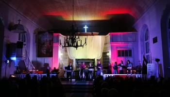 """Matīss Čudars, Jēkabs Nīmanis, Ieva Saliete un grupa """"Putni"""" koncertē Latvijas baznīcās"""
