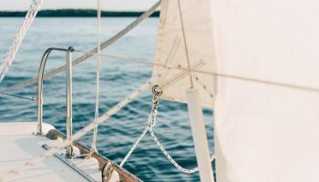 15. maijs. 16 gadus vecā austrāliete Džesika Vatsone pabeidz kuģojumu apkārt pasaulei
