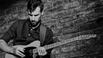 Studijā ģitārists Roberts Jakubovskis