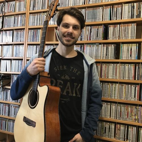 Roberts Pētersons ar dzīvo izpildījumu Latvijas Radio 2 studijā