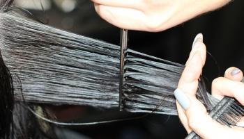 Красота на карантине: как самому сделать стрижку и окрасить волосы