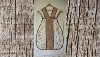 Jantu Mežu darināt liturģisko tērpu rosināja teicējas Margaritas Šakinas dziesmu garīgums