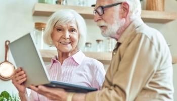 Mūsdienīga seniora izaicinājumi: jaunas zināšanas, kas ietver digitālās prasmes