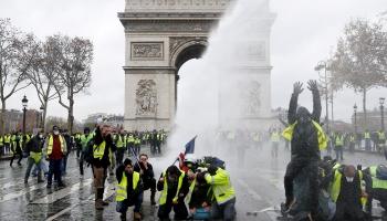 Год в Европе: протесты, исламофобия и мысли о кошельке