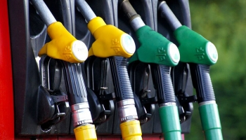 Sadārdzinātās degvielas dēļ - izmaiņas preču un pakalpojumu cenās?