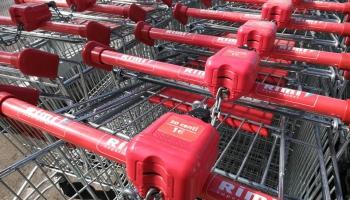 Маркетолог: Коронавирус уменьшил в Латвии привычку посвящать выходные шопингу