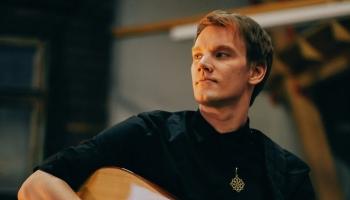 """Ģitārists Gints Smukais aicina uz albuma """"Atkusnis"""" koncertu Raiskuma ezerā"""