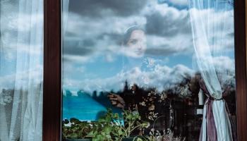 Pandēmijas hronisti: fotogrāfi dokumentē cilvēkus pašizolācijā