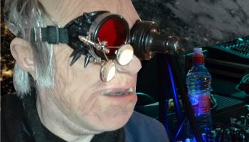 """""""ASTROZAURS 21"""". Zinātnieku nakts aptuvenā diskotēka radio un video tiešraidē"""