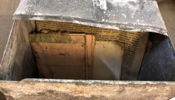 JRT ēkā atrasta kapsula ar dokumentiem. Drīzumā ēkas pamatos iemūrēs šodienas vēstījumu