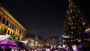 Праздничная атмосфера ярмарки на Домской площади
