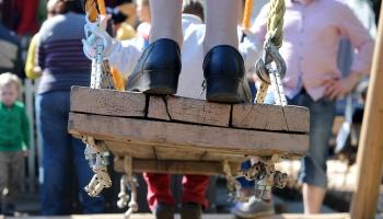 Lielās dienas svinības Stokholmas un Adelaides latviešu skolās
