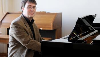 Pianists Toms Ostrovskis par sev tīkamo mūziku: Man tā palete ir ļoti īpatnēja