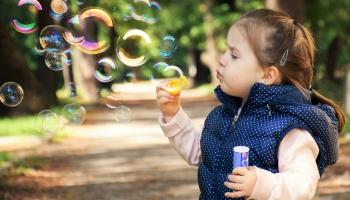 Bērnības antropoloģija: Cik dažādas bērnības piedzīvo bērni pasaulē?