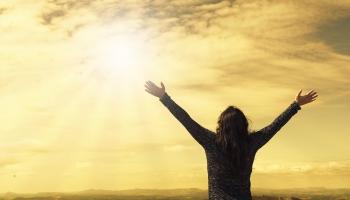Kas ir žēlsirdība un ko par to atklāja Svētie Raksti. Saruna ar bīskapu Andri Kravali