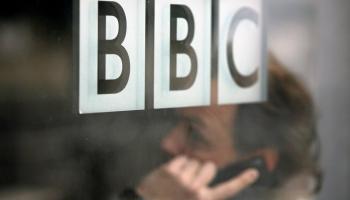 Krievijas un Lielbritānijas nesaskaņās ierauj arī žurnālistus