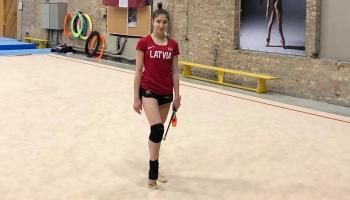 Mākslas vingrotāja Jeļizaveta Polstjanaja vēlas kvalificēties olimpiskajām spēlēm Tokijā